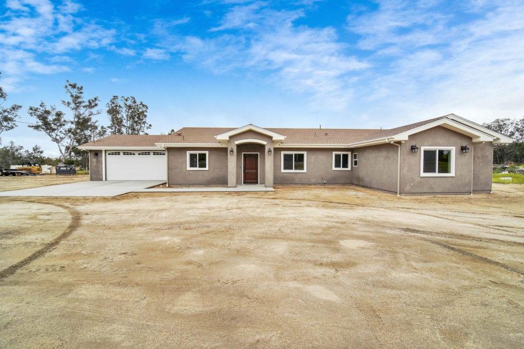 Modern-Farmhouse-Custom-Home-in-Ramona-CA-by-Freemans-Construction-Inc